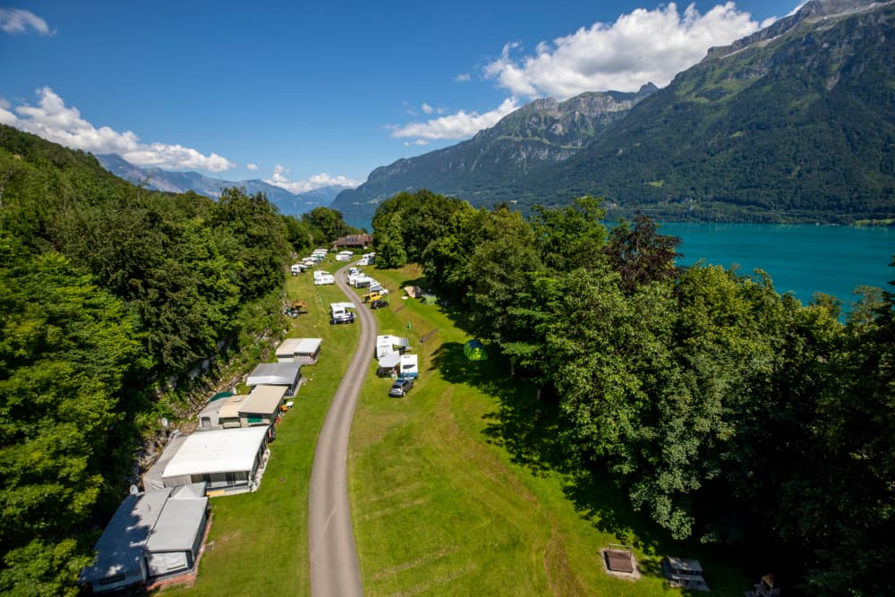Camping Talacker - Ringgenberg near Interlaken: quiet, unparcelled campsite located on a terrace above Lake Brienz.